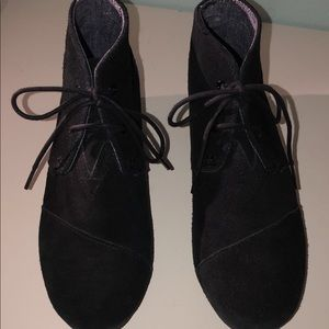 Toms Black Suede Wedges 5Y, 6-6.5W